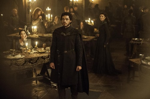 Robb-Stark-at-the-Red-Wedding-robb-stark-38213720-500-333